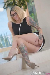 Emma Mae Is A Busty Tattooed Nerd